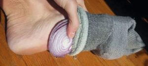 Benefits of Placing a Slice of Onion in Your Feet